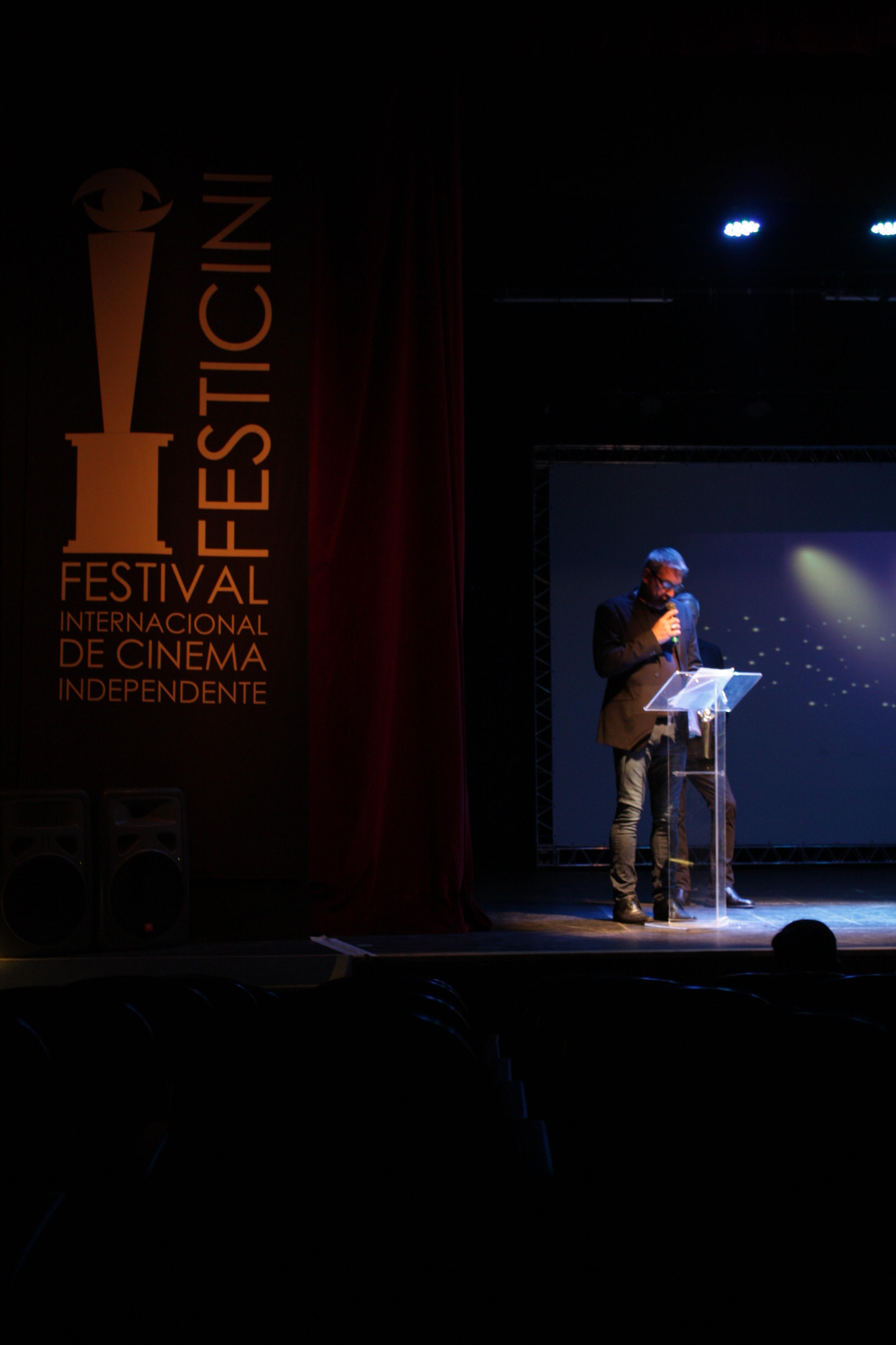 O organizador Wilson Roque Basso fala na abertura do FESTICINI