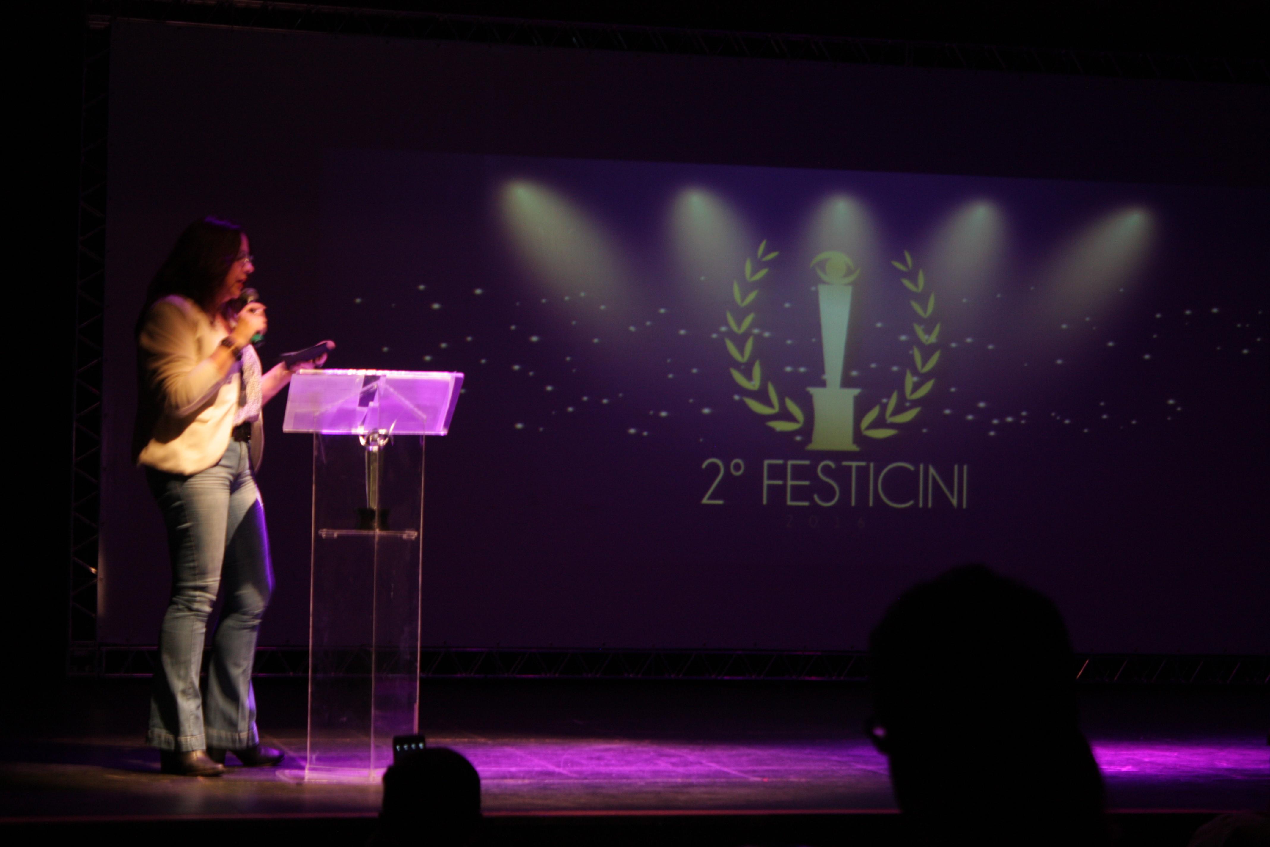 Rosemarie Basso Pátaro - Anuncia o prêmio de Melhor Figurino