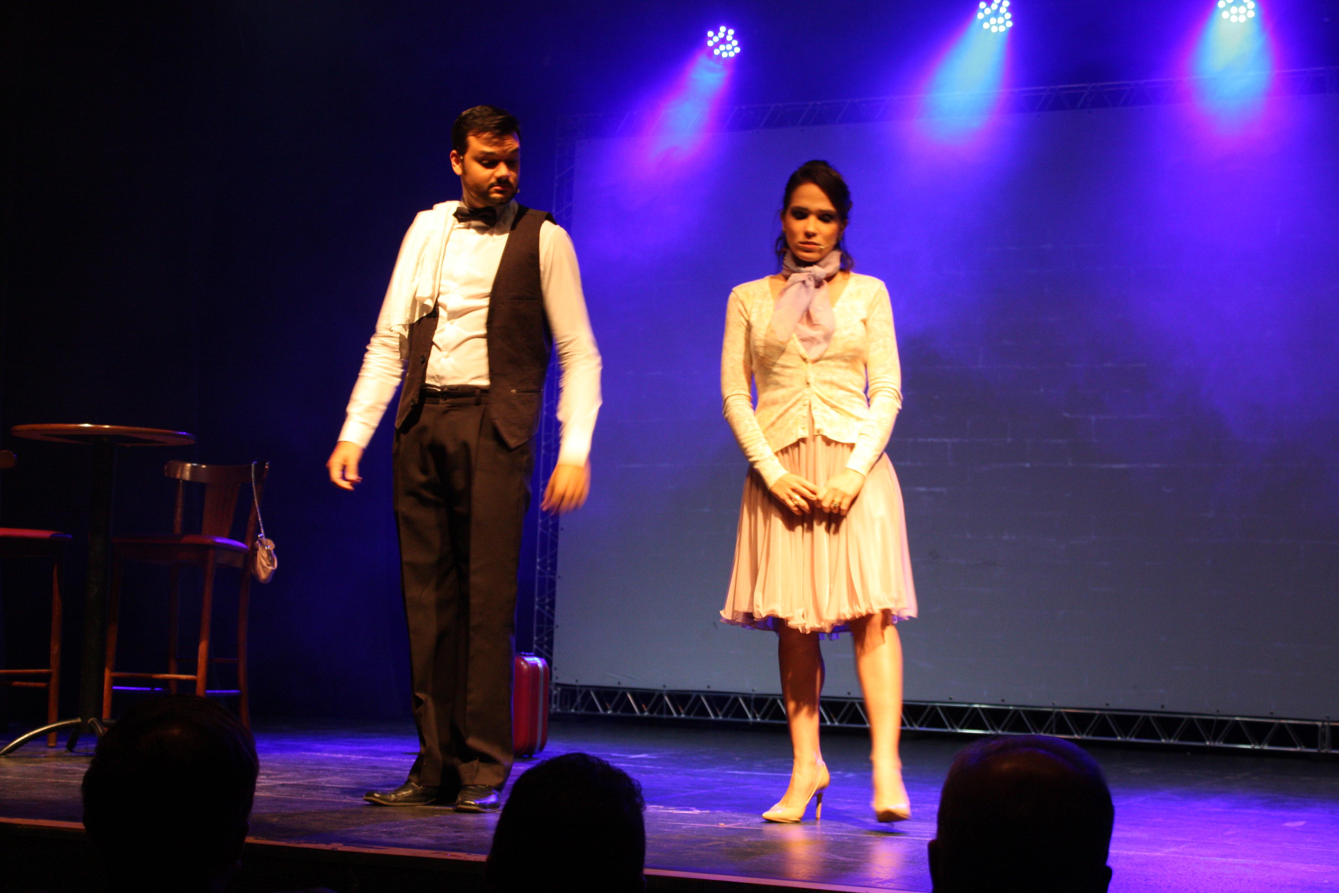 Os atores Aberto Vizoso e Lívia Garcia no Show Cabaret Paradiso