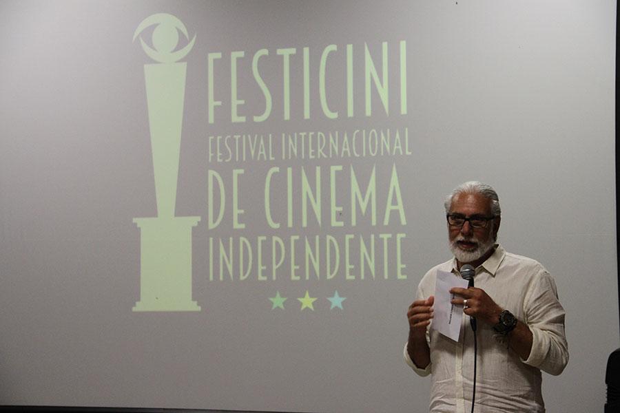 Empresário Marco Aurelio - Anuncia Ganhador melhor filme Longa metragem - Rebento