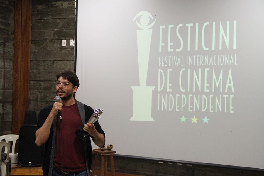 FILIPI SILVEIRA - Diretor e ator recebe Premio de Melhor ator Coadjuvante pelo Filme Vampiros