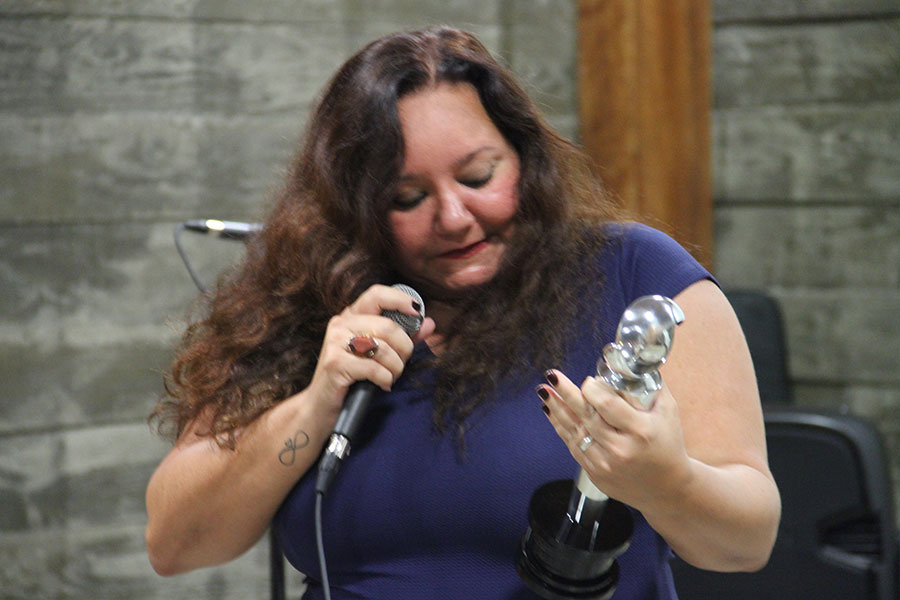 Ingrid Trigueiro recebe o Prêmio de Mlehor Atriz pelo Filme Rebento